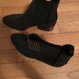 Alice + Olivia Shoes - Alice + Olivia Black booties w studs, size 6.5